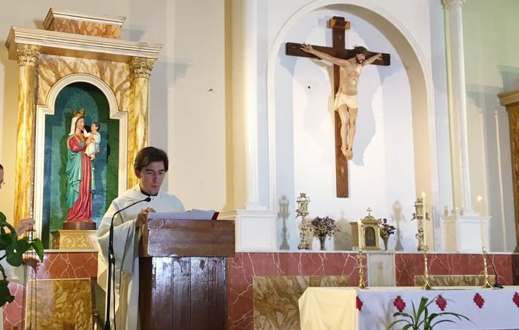 El utrerano Plácido Díaz se estrena como sacerdote en los poblados