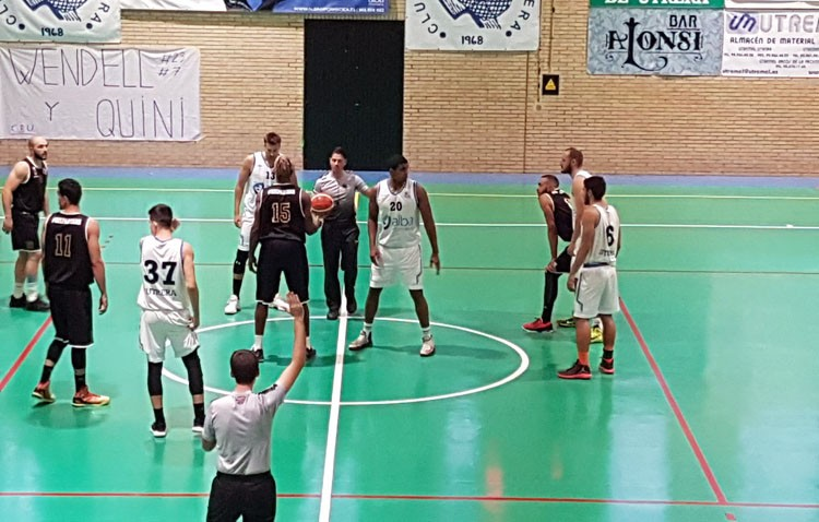 El Club Baloncesto Utrera sigue intratable en casa y sigue segundo (76-64)