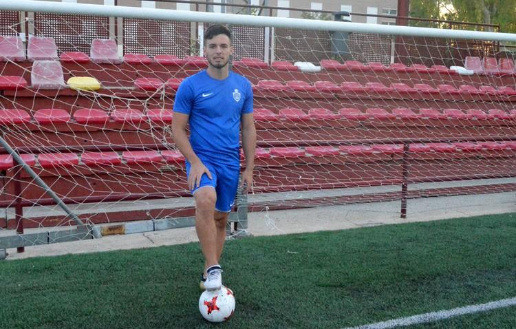 Facundo, el delantero argentino del C.D. Utrera: «No soy de hacer goles lindos. De cara al gol, soy un oportunista»