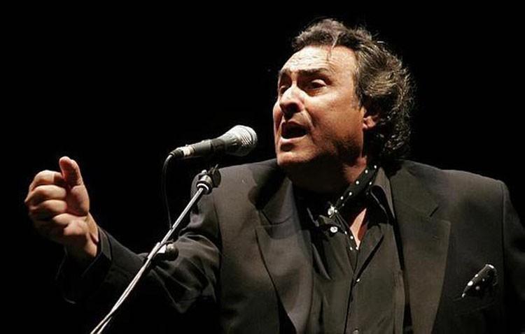 Recital de cante flamenco en el teatro con José de la Tomasa