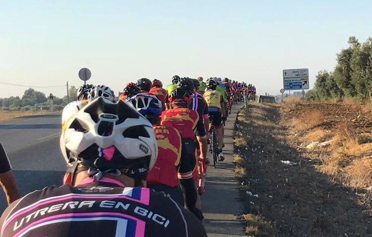 Un centenar de ciclistas participan en las jornadas de «Utrera en bici»