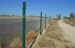 La falta de vallado hace peligroso el tránsito junto al desvío