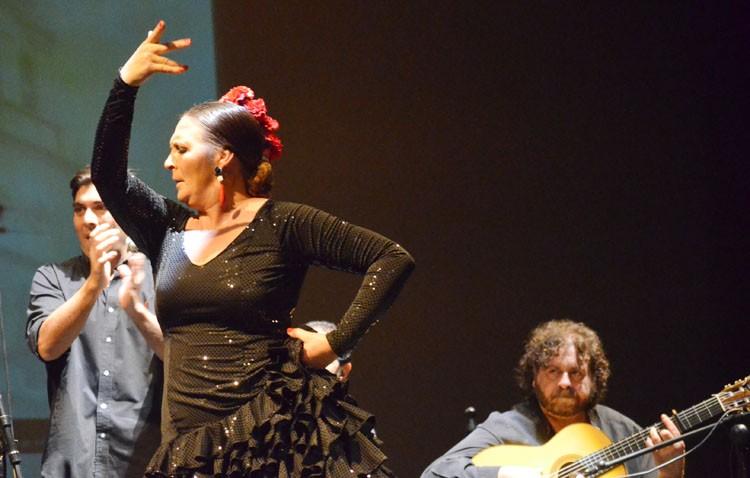 Un tributo flamenco del Festival del Mostachón al baile de Encarni Fernández