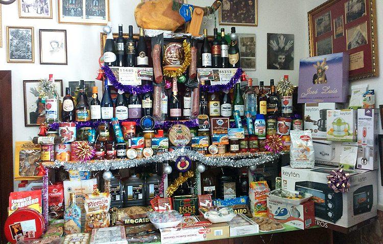Una cesta navideña muy especial para clausurar el centenario del Señor Orando en el Huerto