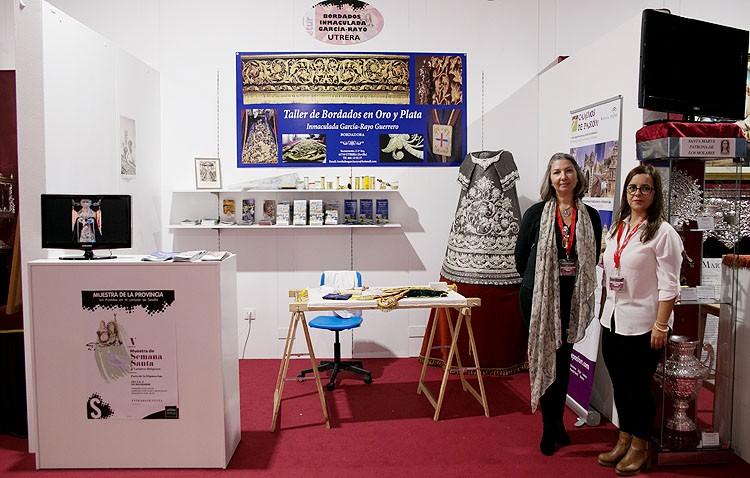 La bordadora utrerana Inmaculada García-Rayo, presente en la Muestra de Semana Santa y Turismo Religioso de la provincia