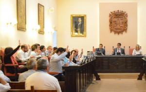 El gobierno local, durante una votación en el pleno