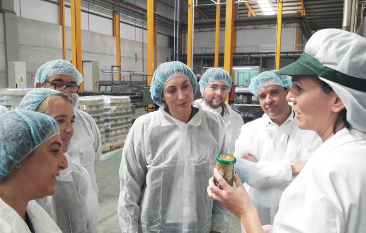 El PP regional denuncia en Utrera el «castigo» de Susana Díaz a la agricultura andaluza