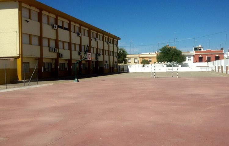Un convenio entre la Junta y el Ayuntamiento regula el uso de los centros educativos fuera del horario escolar