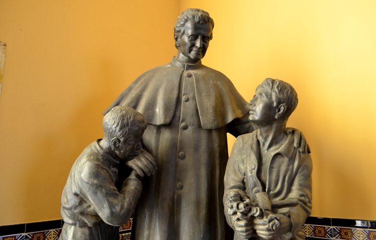 El regreso del monumento de Don Bosco a Pío XII, colofón de los actos en honor al fundador de los Salesianos
