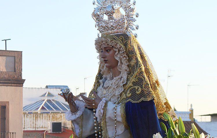 La asociación del Resucitado organiza un besamanos a la Virgen de la Estrella