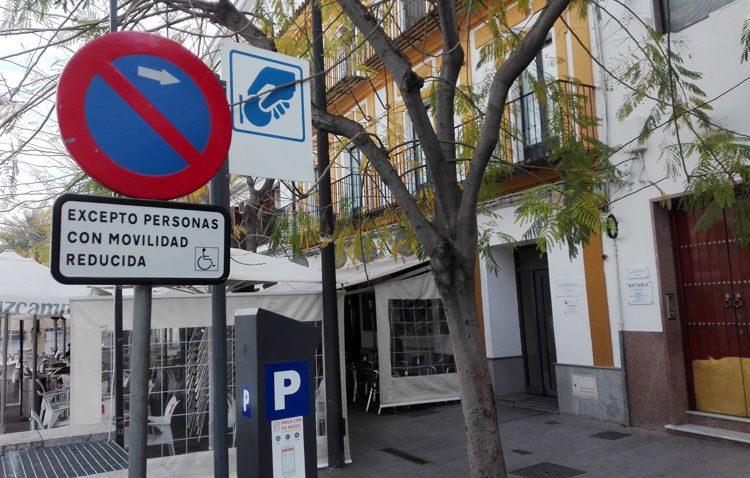 La Policía Local denuncia a 65 conductores por aparcar en plazas para movilidad reducida en el último cuatrimestre de 2017