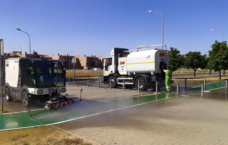 El Ayuntamiento impone una multa de 12.500 euros a FCC por falta de limpieza en contenedores y cierre del punto limpio