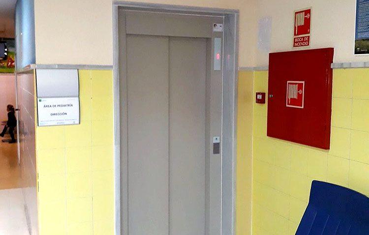 El centro de salud Utrera Sur mejora su accesibilidad con la renovación de su ascensor