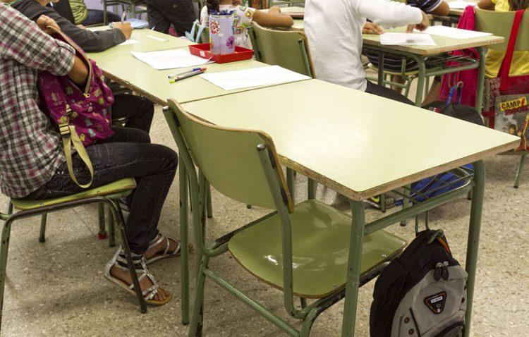 Un servicio de la asociación Mujeres de Santiago para ayudar a las familias en la lucha contra el absentismo escolar