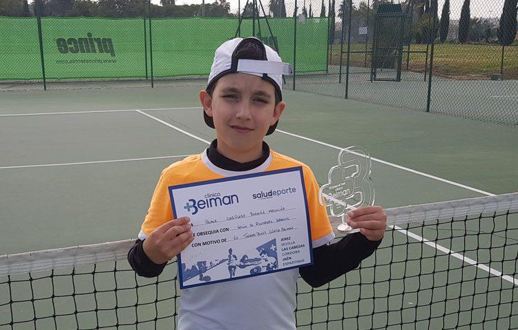 David Acosta, una joven promesa del tenis nacional que ya cuenta con una veintena de trofeos en el circuito nacional