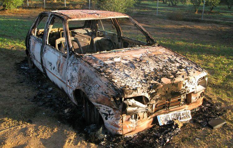 Detenido por robar coches, empotrarlos en comercios y quemarlos tras cometer sus delitos en una decena de ocasiones