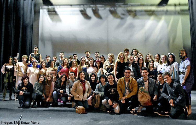 El instituto Ruiz Gijón rinde homenaje al Mundo Griego con una espectacular puesta en escena