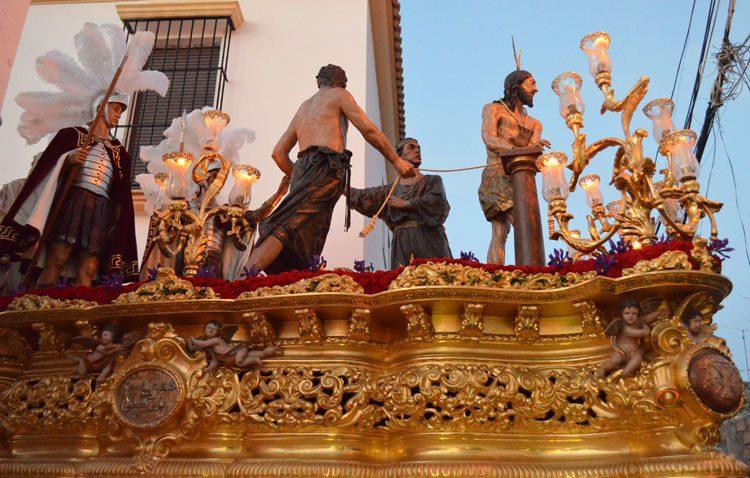 El paso de misterio de la hermandad de la Vera-Cruz, un «portaaviones» que perteneció a la Esperanza de Triana