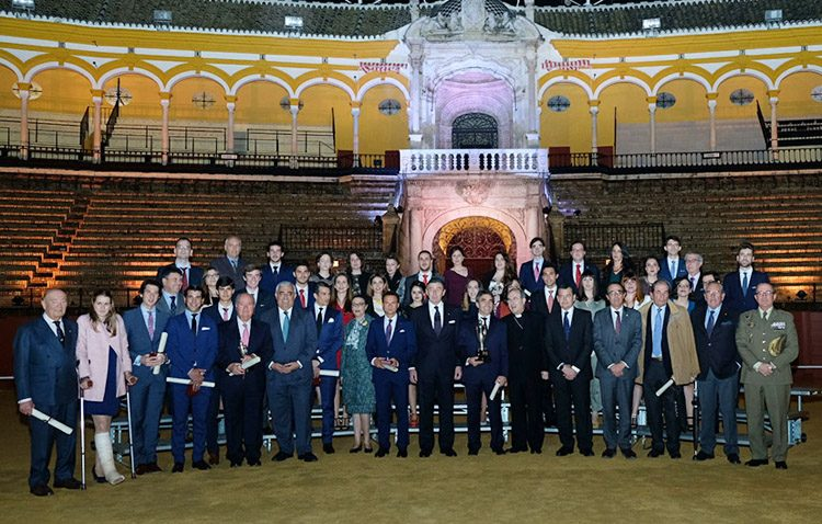 Dos utreranos reciben en la Real Maestranza los premios a los mejores expedientes académicos de la Universidad de Sevilla