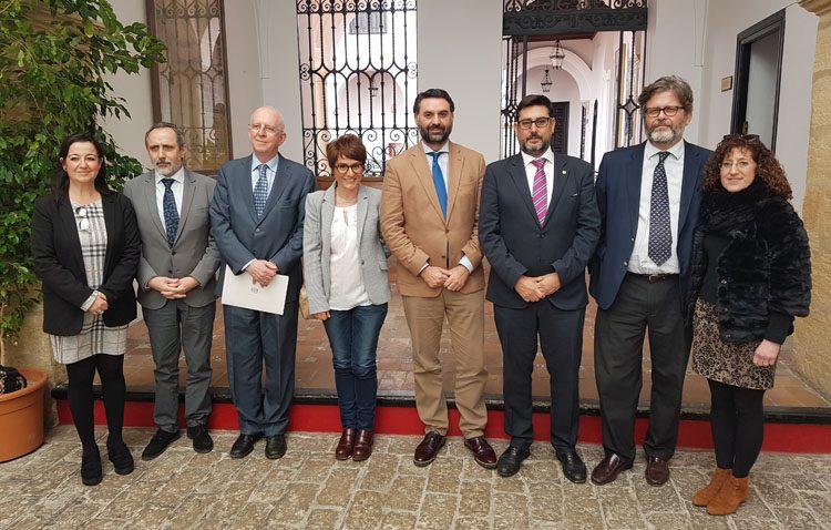 El consejero de Turismo anuncia en Utrera un proyecto educativo y de intercambio cultural para poner en valor el patrimonio sefardí
