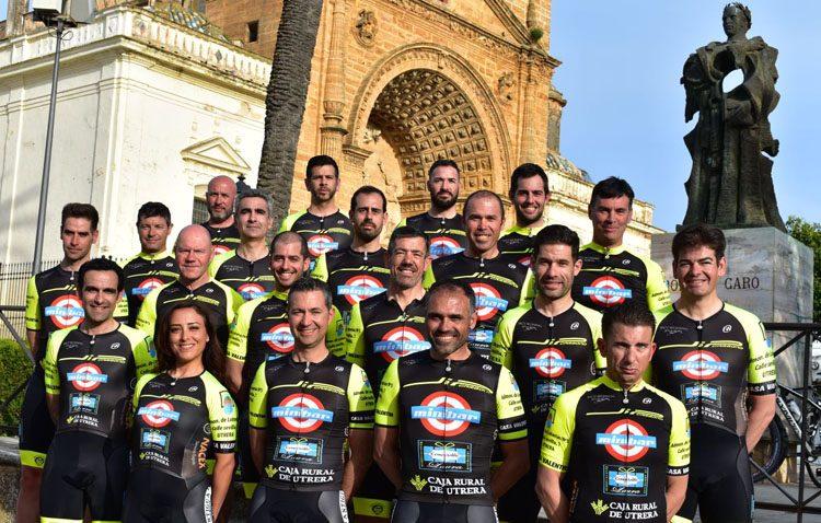 El club JIP Carbono presenta a su equipo para la temporada ciclista