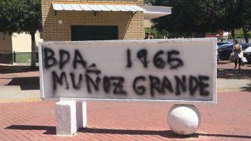 Muñoz Grandes «regresa» a Utrera, a pesar de haber sido eliminado su nombre del monolito de su antigua barriada