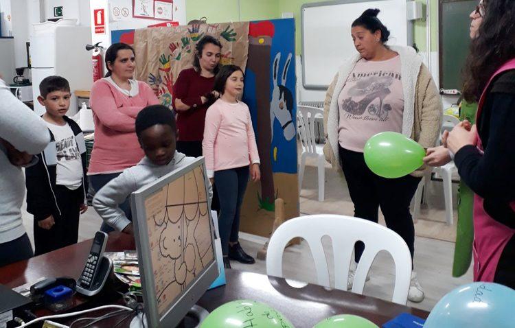 Talleres educativos familiares promovidos por «Mujeres de Santiago» para mejorar las relaciones y la convivencia