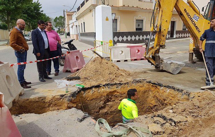 Mejora de la red de saneamiento en la calle Seguiriya para intentar acabar con las inundaciones