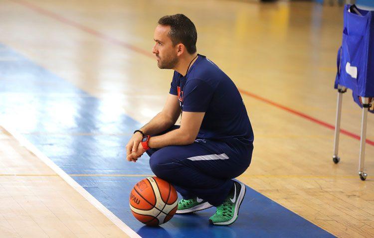 El entrenador de baloncesto utrerano Eloy Ramírez se mete en la final por el ascenso a la ACB