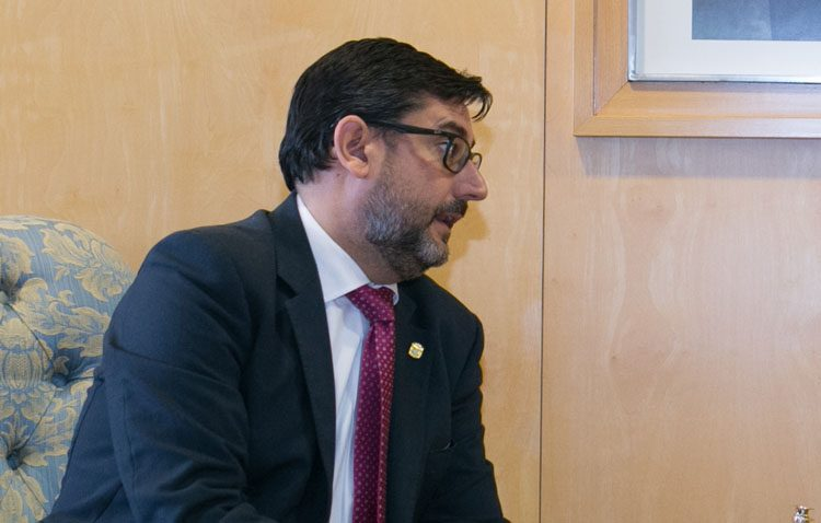 Villalobos sigue sin hacer autocrítica y carga de nuevo contra Rajoy al quedar el «Inventa Utrera» fuera de las ayudas europeas