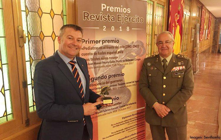 El urólogo Juan Manuel Poyato, premio de la Revista Ejército