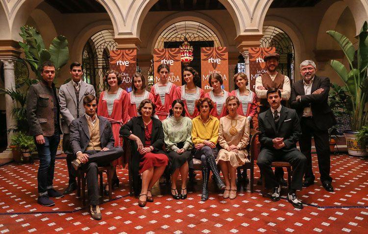 El rodaje de una serie de Televisión Española en Utrera trae consigo varios cortes de tráfico este miércoles