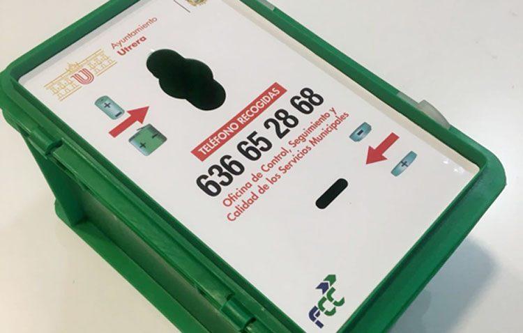 Instalan contenedores de recogida de pilas y baterías usadas en edificios públicos y centros educativos de Utrera