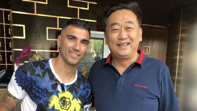 Un club de fútbol chino llega a España para fichar a Reyes