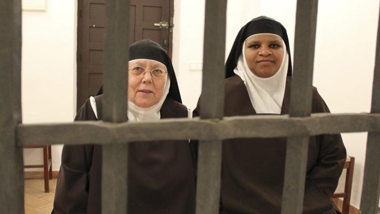 Las Madres Carmelitas reciben una ayuda a 1.000 euros del Colegio de Farmacéuticos de Sevilla