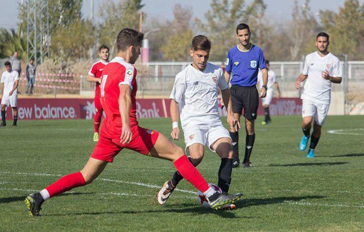 El futbolista utrerano Vicente Lucas, nueva incorporación del Club Deportivo El Ejido