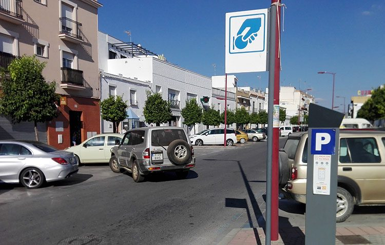 El Ayuntamiento eliminará la zona azul de la calle Molares pese a las 1.500 firmas recogida contra esa medida