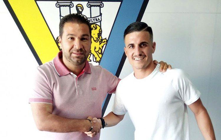 El futbolista utrerano José Javier Matos, nuevo fichaje del Cádiz para las próximas tres temporadas