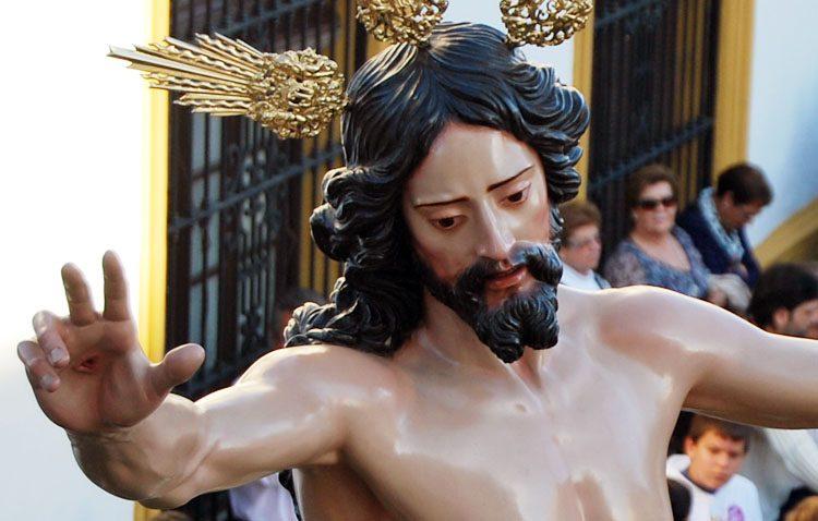 La bendición de la imagen del Resucitado marca el día de Santiago en Utrera