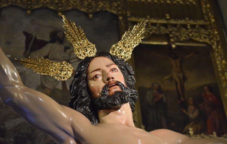 Concierto y besapié al Resucitado en la parroquia de Santiago
