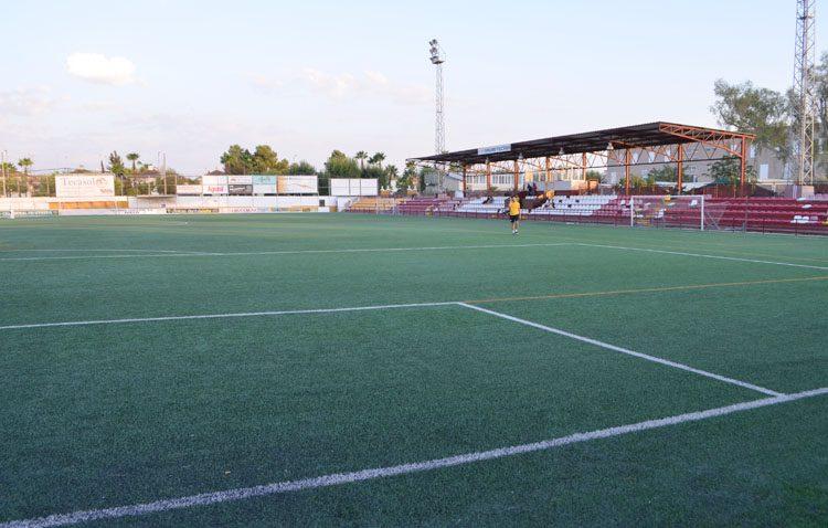 «Juntos por Utrera» promete replantear la remodelación del estadio San Juan Bosco «teniendo en cuenta a profesionales y afición»