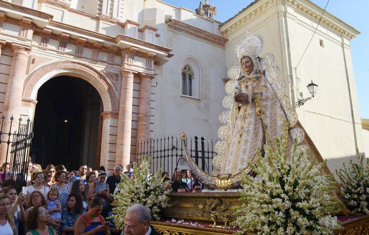 Una tradición que se renueva cada 15 de agosto en Utrera frente a la Virgen de la Mesa (GALERÍA)