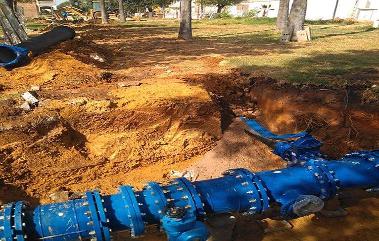 Corte de agua en numerosas barriadas de Utrera por la instalación de la nueva tubería del paseo de Consolación