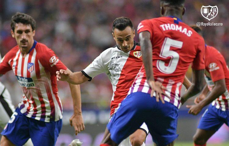 Buen arranque del futbolista utrerano Álvaro García con el Rayo Vallecano, tras convertirse en el fichaje más caro del club