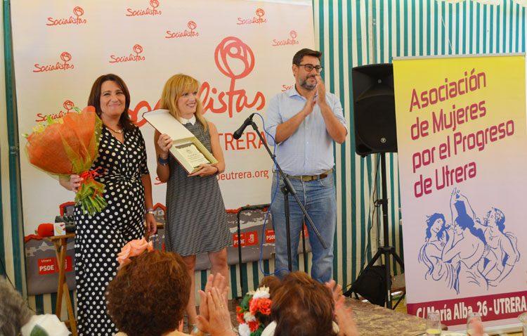 La secretaria general de UGT-Andalucía recibe el homenaje de la asociación de mujeres por el progreso de Utrera