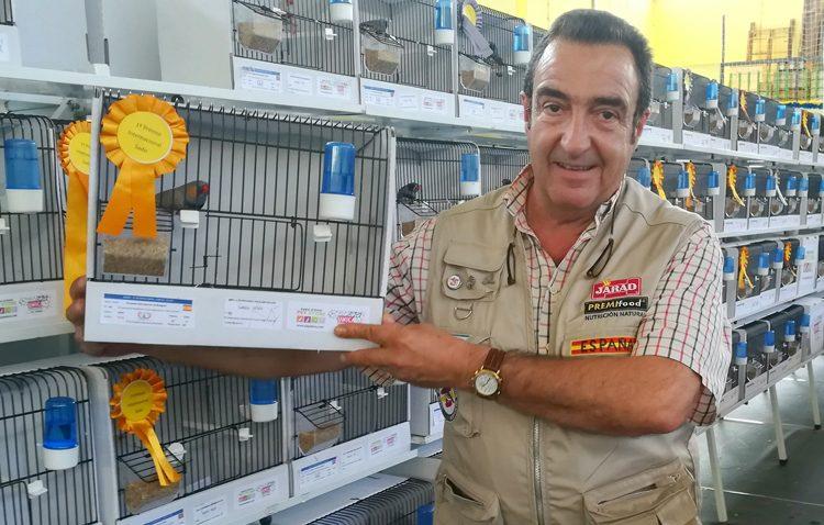 Triunfo utrerano en el campeonato internacional de aves exóticas