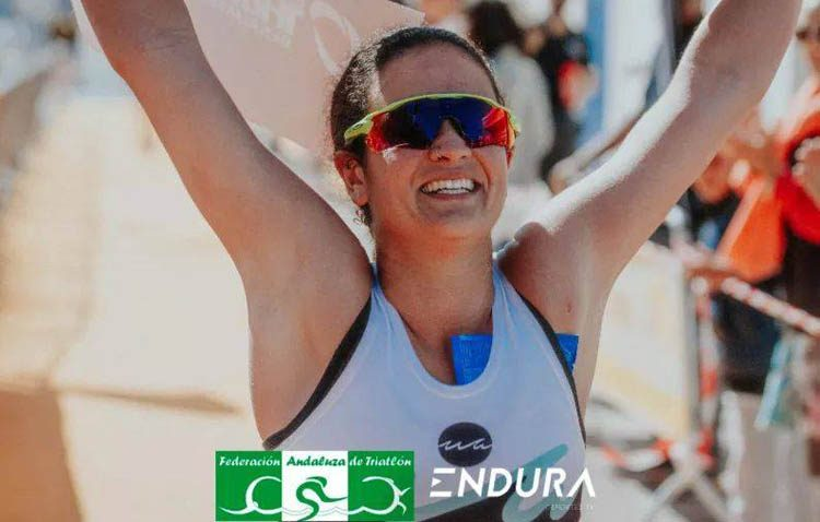 La utrerana Irene Alcaide, campeona absoluta del circuito andaluz de triatlón