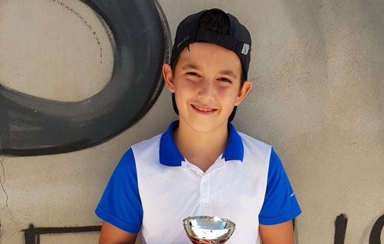 El tenista utrerano David Acosta, vencedor de «Circuito Head de Granada»