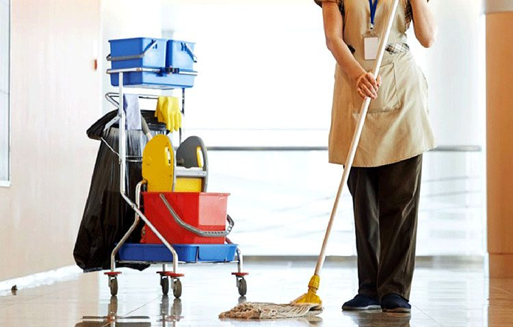 Una decena de utreranas participa en un programa de inserción laboral con prácticas de limpieza en hoteles de Sevilla