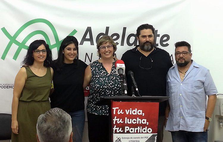 El PCA entrega sus carnés y presenta los nombres que propone a la candidatura de «Adelante Andalucía» en Utrera